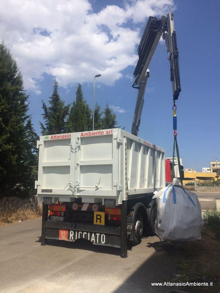 Possibilità di ritirare rifiuti o inerti anche fino a 22 metri di altezza